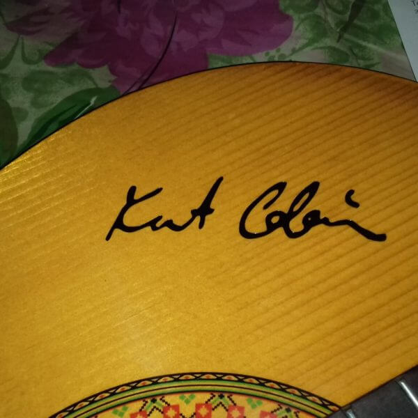 Наклейки с автографами популярных гитаристов