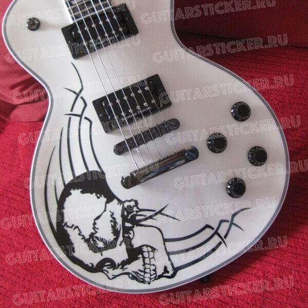 Большой череп на деку гитары черного цвета