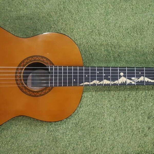 Наклейка горы на гриф гитары