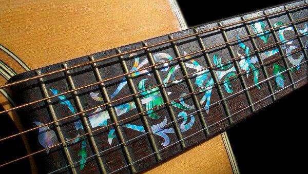 Украсить акустическую гитару хохломой