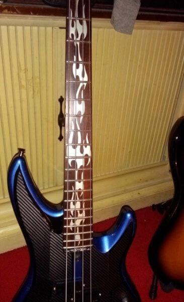 Наклейки языки пламени на гриф бас-гитары