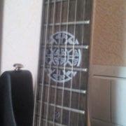 Наклеить на гитару кельтский крест