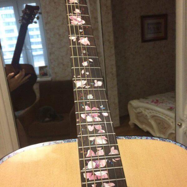 Купить цветы магнолии на гриф гитары