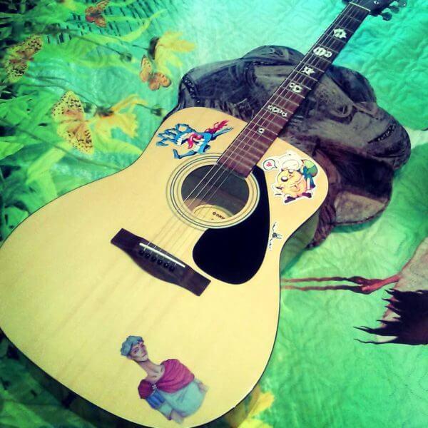 Наклейка рука на деку гитары