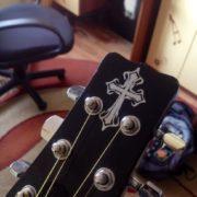 Примеры племенного креста на грифе гитары