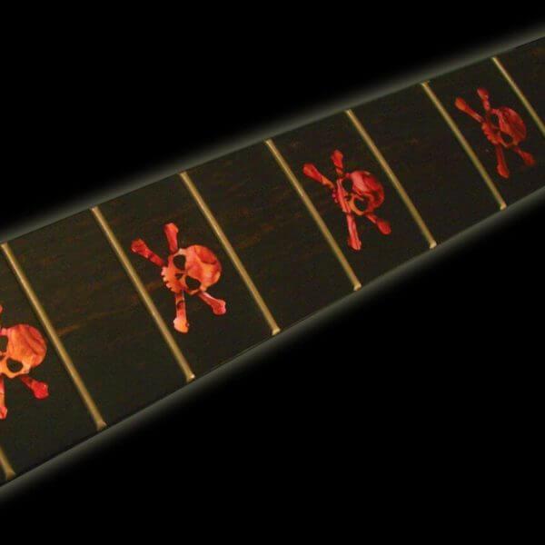 Гитара с наклейками на ладах в виде черепов