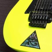 Гитара Ibanez с наклейкой пирамида на деке