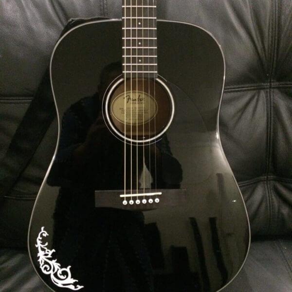 Украсить гитару в готическом стиле