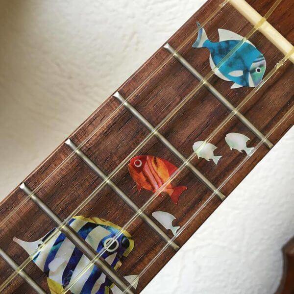 Виниловые наклейки на укулеле