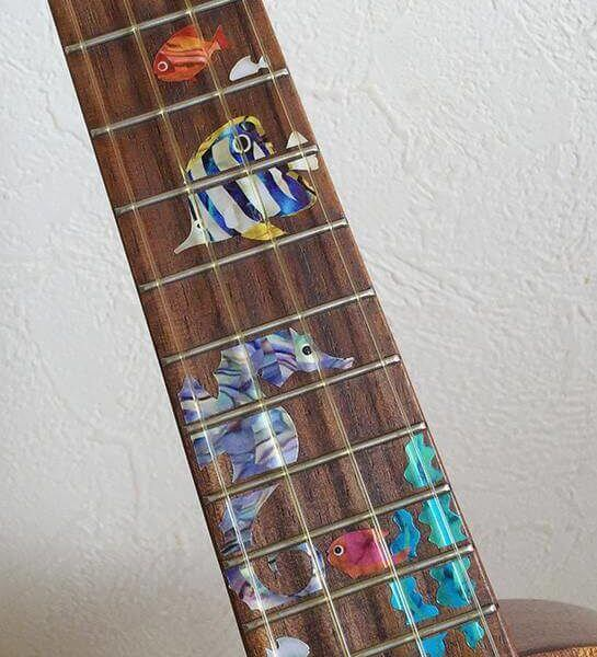 Как самостоятельно украсить укулеле или гитару