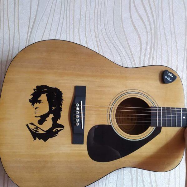 Купить наклейку виктор цой на гитару