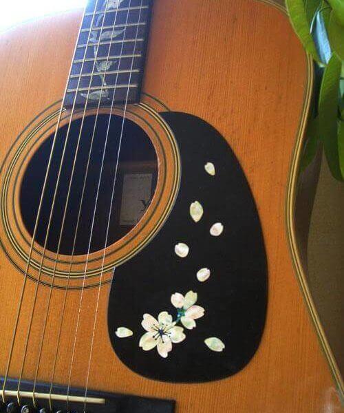 Купить пикгард с сакурой для гитары