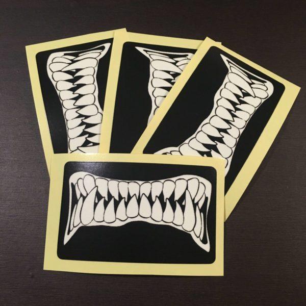Челюсть клыки пасть зубы наклейка на гитару