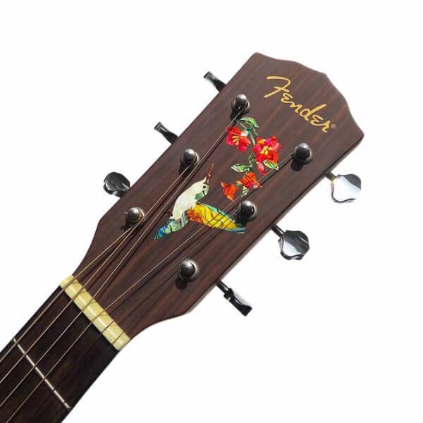 Колибри красивая наклейка на грифе гитаре